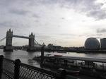 タワーブリッジと河